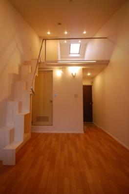 ロフト付きアパートの階段の写真2