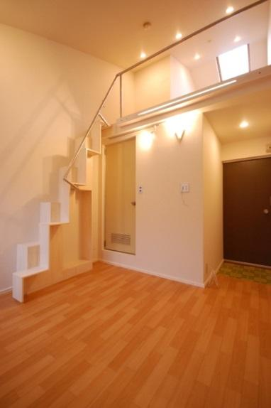 ロフト付アパート 階段付近
