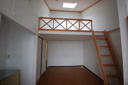 南向きロフト付きセパレートアパート洋室