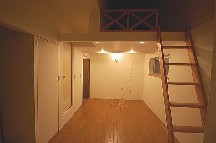 ロフト付きアパート洋室廊下側