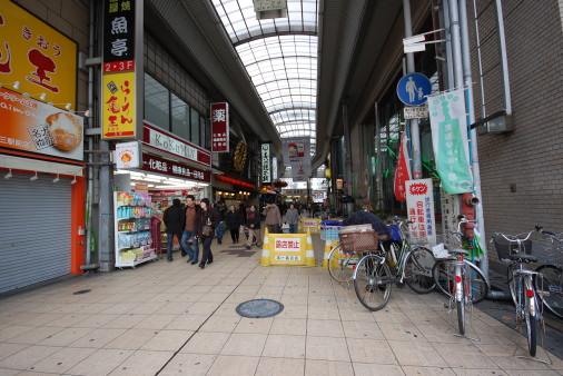 大阪へ園田から自転車で 十三駅前商店街